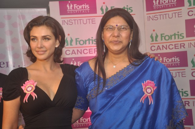 Actress Ms Lisa Ray along with award recepient Mary Francis