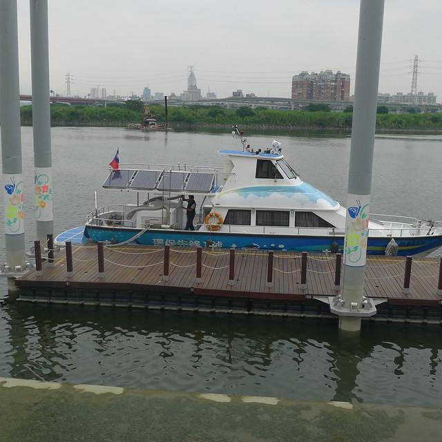 萬板區河濱自行車道--環保遊艇