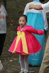 Girl dancing on National Day in Moran Park Pyongyang North Korea (Ray Cunningham) Tags: holiday de day north korea du celebration national hanbok popular repblica nord northkorea pyongyang core corea dprk coreadelnorte democrtica demokratische   chosnot   hermitkingdom raycunningham volksrepublik       koreainpidemokratikuskztrsasg