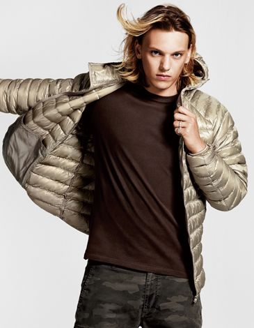 Jamie Campbell Bower0018_UNIQLO AW11