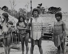 Indianen voor hun woningen