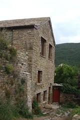 Edificio del Zen y la Cabaa (brujulea) Tags: del huesca edificio cabana zen casas jaca morada rurales castiello brujulea