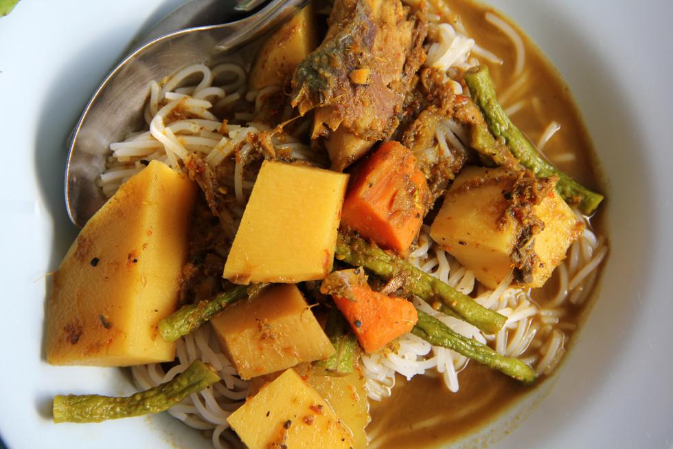 Gaeng Tai Pla (แกงไตปลา or salty fish kidney curry)
