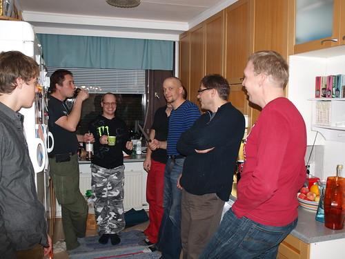 Kilometrikisan päätöstä keittiössä by eilolma