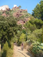 El Xavi a sota la muntanya de l'ermita