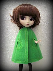 Green felt cape (miss_skittlekitty) Tags: vintage pattern handmade sewing barbie cape pullip dollclothes