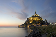 France - Normandie - Mont Saint-Michel (Thierry B) Tags: sea mer architecture night geotagged photography twilight frankreich europa europe exterior photos nacht outdoor dusk dr frana bynight getty normandie sanmiguel monuments reflexions geotag normandy extrieur reflets religions nocturne manche westerneurope gettyimages montsaintmichel   baiedumontsaintmichel abbaye  geolocation  photographies 2011  catholique bassenormandie pontorson  horizontales europedelouest noctambule  patrimoinemondial  catholiques    chrtiens abbayedumontsaintmichel photosnocturnes gotagg thierrybeauvir beauvir lesensdusacr wwwbeauvircom droitsrservs heuremagique  photothierrybeauvir 20110928 communautdecommunesdepontorson
