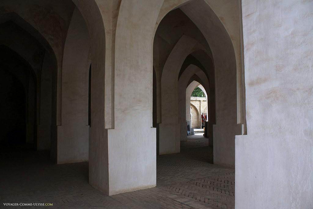Esta mesquita era simples, como demonstra este lugar onde podemos procurar abrigo.