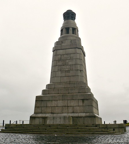 War Memorial on Dundee Law from east