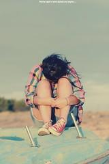 Relve- toi et fuis (Fana) Tags: portrait mer art nature vintage polaroid soleil vive solitude noir photographie lumire duo femme coeur ciel dos amour beaut passion belle bateau maison et enfant fille sourire plage blanc publicit personnes beau joie assis saut tendresse amiti profil gens vie rire bras tang douceur fume amitie naturel motion galop doute sensualit hotographie phtographie tamour cmplicit