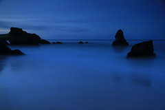 Sango Bay. (Gordie Broon.) Tags: ocean longexposure blue sea seascape nature tongue reflections geotagged photography evening scotland scenery rocks dusk scenic escocia highland bluehour durness schottland ecosse scottishhighlands smoo northatlanticocean sutherlandshire sangobay northernscotland bestcapturesaoi gordiebroon sangomore leend09proglass