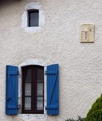 Ossages, Landes (Marie-Hlne Cingal) Tags: windows france southwest sundial ventanas shutters 40 volets fentres finestre landes sudouest aquitaine cadransolaire ossages contrevents