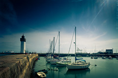 Quiberon - Port Haliguen (Mathieu Noel) Tags: ocean lighthouse port harbor pier boat bateau morbihan phare atlantique quiberon haliguen