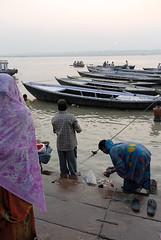 Varanasi (Bertrand de Camaret) Tags: people india water vertical sunrise boat eau prayer varanasi bateau hinduism kashi personne puja ganga gens inde matin leverdesoleil benares priere gange hindouisme decamaret