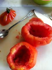 pomodori ripieni: svuotare!