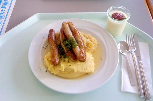 Schweinswürstel mit Sauerkraut / Pork sausages with sauerkraut