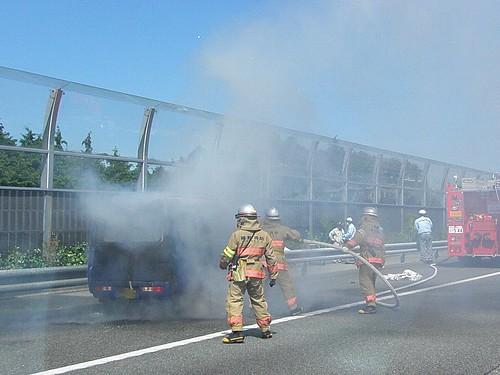 2011-09i燃える車