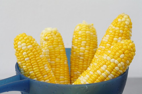 cooked corn on the cobb