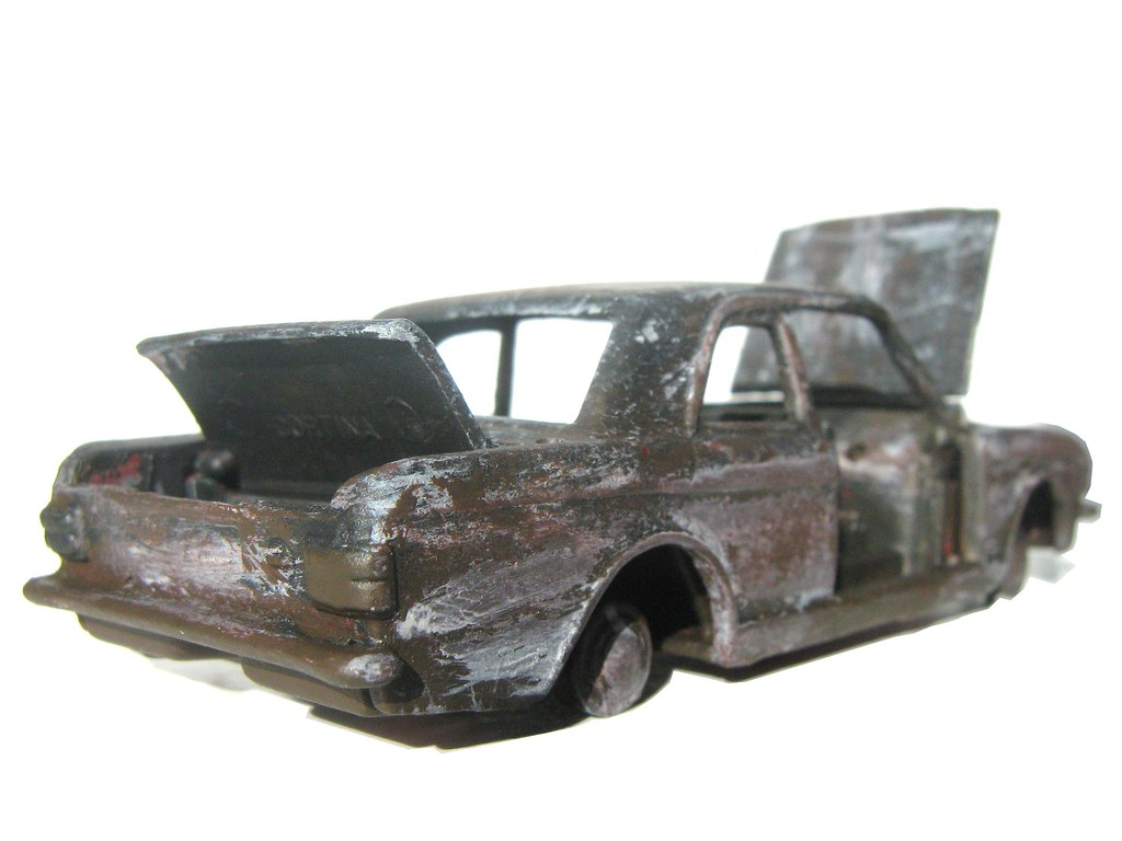Dinky Toys Ford Lotus Cortina Rally Car No. 205: Burnt Out Wreck Diorama - 4 of 14