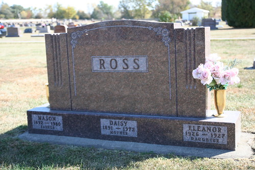 Tombstone of Mason Daisy and Eleanor Ross