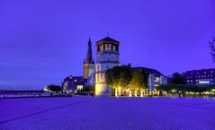 Düsseldorf - Altstadt - Burgplatz (Ventura Carmona) Tags: night germany deutschland clear alemania nrw düsseldorf altstadt rheinland burgplatz burgturm sanktlambertus abigfave anawesomeshot venturacarmona