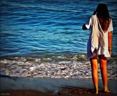 Me ds el mar... (nana solana) Tags: light sunset sea luz girl atardecer mar sand chica dress arena espalda olas vestido pintura orilla espuma vawes