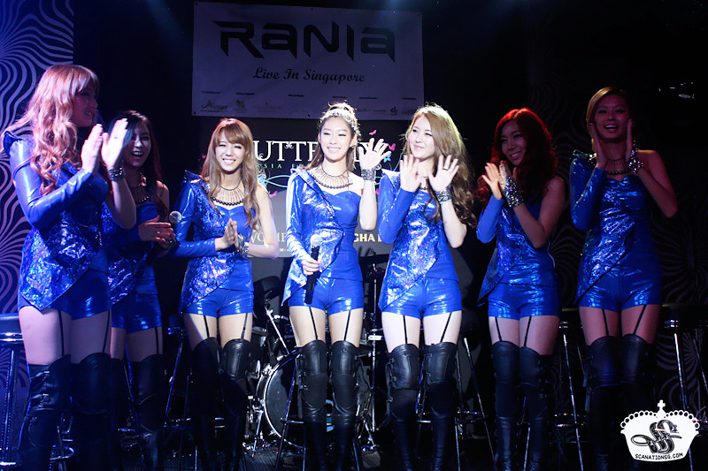 RaNia's The First Asian Fan Tour in Singapore