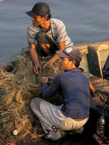 Fisherman mending their nets, Indonesia, photo by Jamie Oliver, 2008
