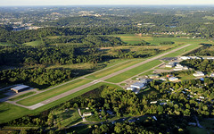Washington County Airport (cssna) Tags: county city airplane washington airport nikon pennsylvania 9 aerial pa western co nikkor 27 runway 28300mm downwind southwestern afj d700 cssna kafj