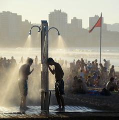 Poco Despus de esta Ducha... (Lagavulin2) Tags: espaa spain gente gijn asturias verano ducha banderas playas asturies playadesanlorenzo 2011 elmuro flaga d7000