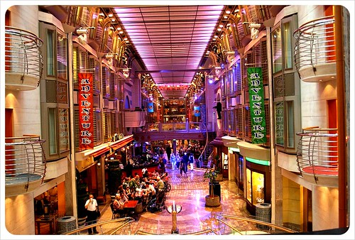 cruise ship shopping avenue
