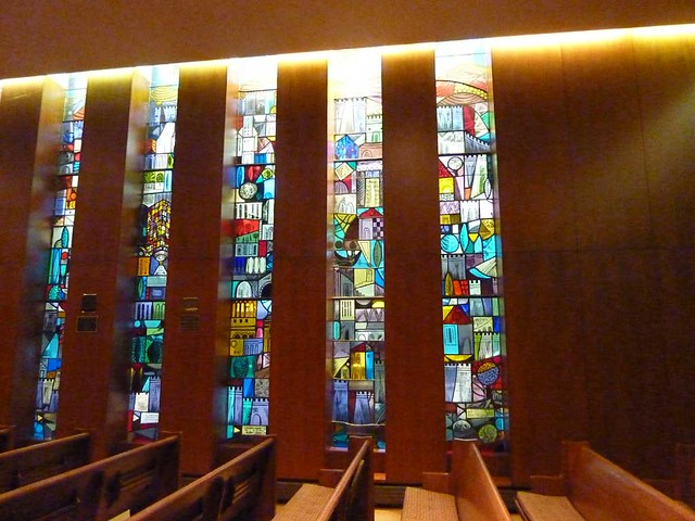P1000281-2011-09-22-APC-Sacred-Spaces-Ahavath-Achim-Synagogue-Stained-Glass-by-Perli-Pelzig-Chapel