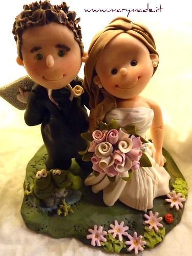 il cake topper personalizzato per torta nuziale di Lorena con le rane verdi ed una mela oltre lo sposo - una creazione marymade.it di mary tempesta, foto su Flickr