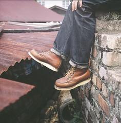 Take a rest (Ifitis) Tags: light 120 film leaves mediumformat shoes kodak tl malaysia pentacon six p6 pentaconsix czj