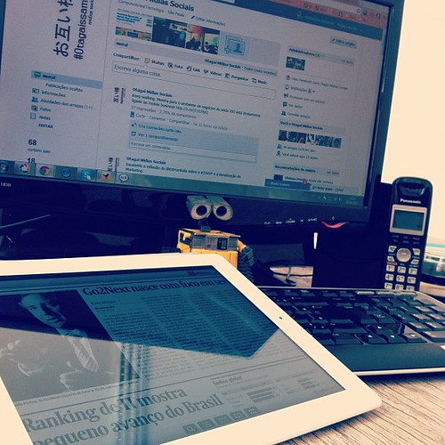 Preparando post e temas para o debate de hoje: Gestão e planejamento estratégico empresarial em mídias sociais (com @andretelles @sandraturchi e @migueldorneles)