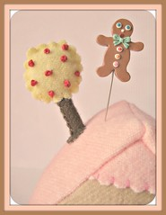 Gingerbread Man Pin Topper (Pinks & Needles (used to be Gigi & Big Red)) Tags: etsy sculpted needlecraft gigiminor pinksandneedles pintoppers pintopper sewingpin