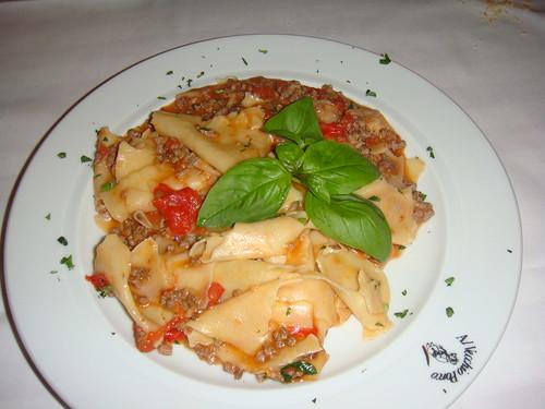Straccetti di pasta fresca al ragú di filetto
