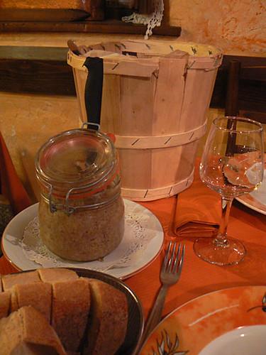 terrine , beurre et pain de campagne.jpg