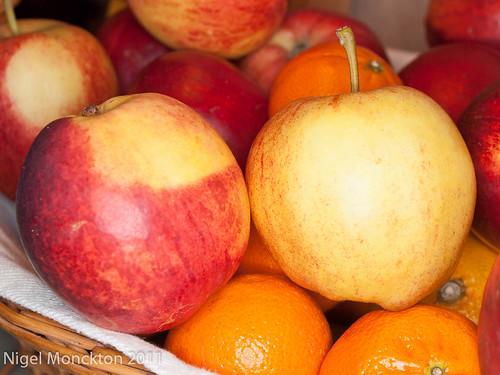 1000/602: 06 Oct 2011: Fruit basket by nmonckton