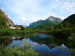Cuando la montaña baja al agua (Jesus_l) Tags: españa agua europa asturias montaña somiedo parquesnaturales lagodelvalle parquenaturaldesomiedo jesusl