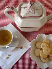 chá com biscoitos de coco