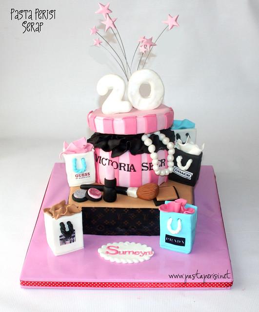 Victoria Secret - makyaj malzemeleri pastası