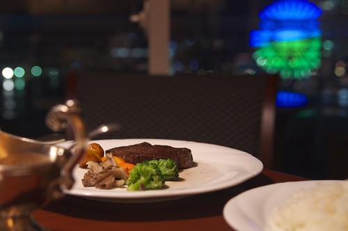 神戸牛のステーキを夜景を見ながら