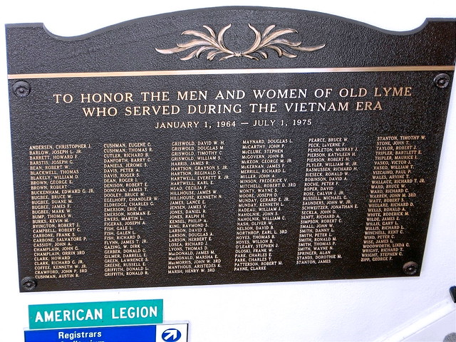 OLD LYME - TOWN HALL - VIETNAM MEMORIAL - 01b