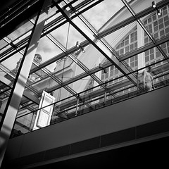 instruction-51 (Welslau) Tags: street 35mm germany deutschland candid 14 streetphotography rangefinder summilux asph instruction streetphotograpy strase strassenfotografie strasenfotografie streetphotographynowproject