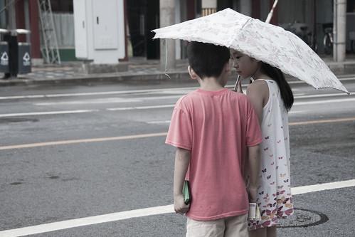 niños_paraguas1