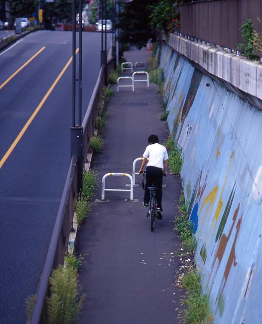 歩道の上り坂