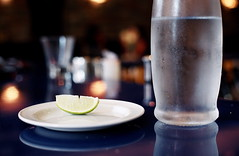 WATER, LIME, PLATE (La Branĉaro) Tags: stilllife ontario canada film water bar 35mm restaurant 1 fuji dof bokeh beverage olympus depthoffield kingston condensation shallow lime om om1 atomica glassofwater bartop 800z pro800z 50mmf35macro zuikomacro