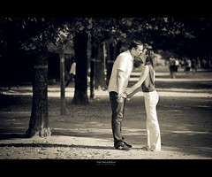 Encore un premier baiser... (Marc Benslahdine) Tags: lovers amoureux lightroom canonef70200mmf4lusm premierbaiser canoneos5dmkii tripax marcbenslahdine wwwmarcopixcom marcopixcom