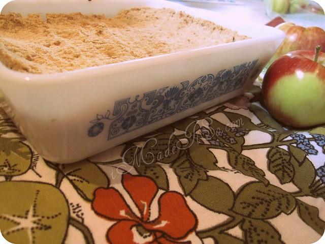 apple crumble in vintage pyrex dish
